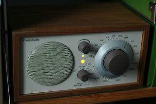 vecchia radio a manopole
