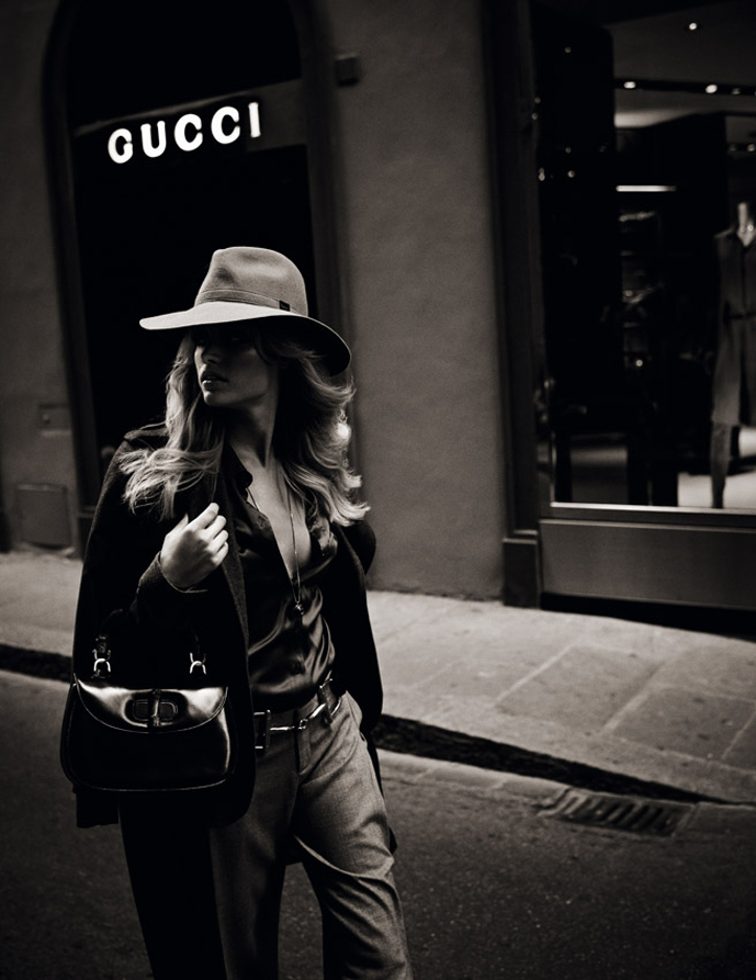 Julie Ordon in Tanti auguri Gucci girl / Elle Italia December 2011 (photography: David Burton)