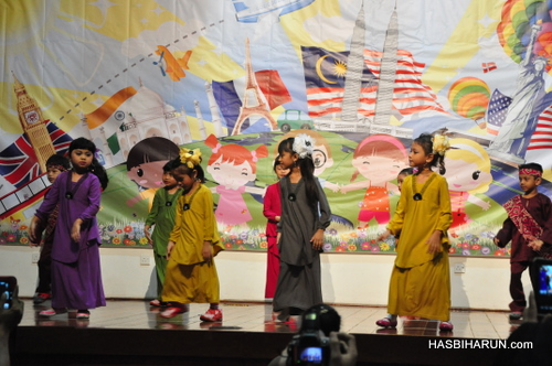 Malaysia dancers in Smart Reader Kids Annual Concert and Convocation 2012 by biozone food purifier top agent