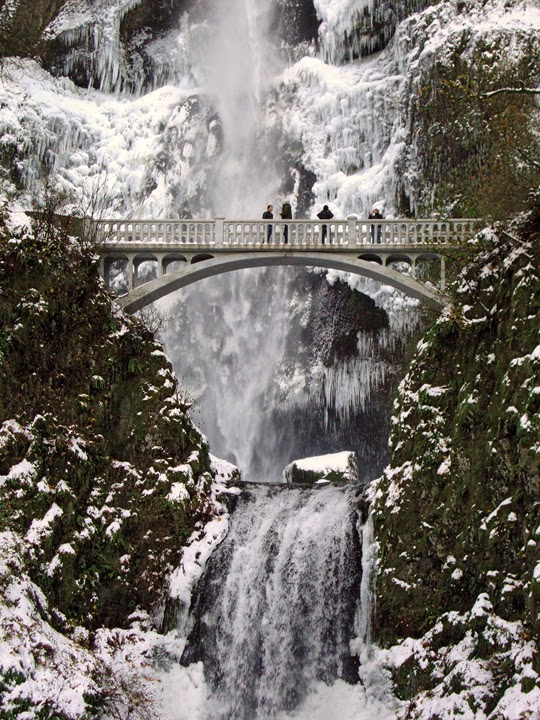 Multnomah Falls, Columbia River Gorge, winter ice