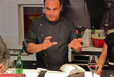 Ángel León cocinando tomaso. Blog Esteban Capdevila
