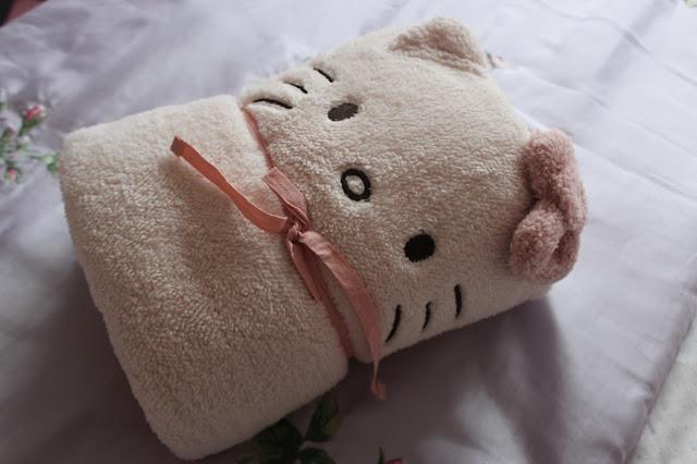 Oysho hello kitty blanket