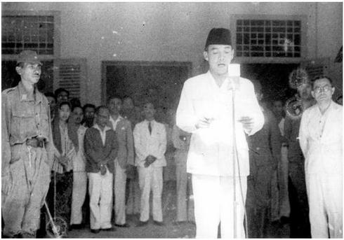 Pembacaan Proklamasi kemerdekaan Republik Indonesia oleh Ir. Soekarno
