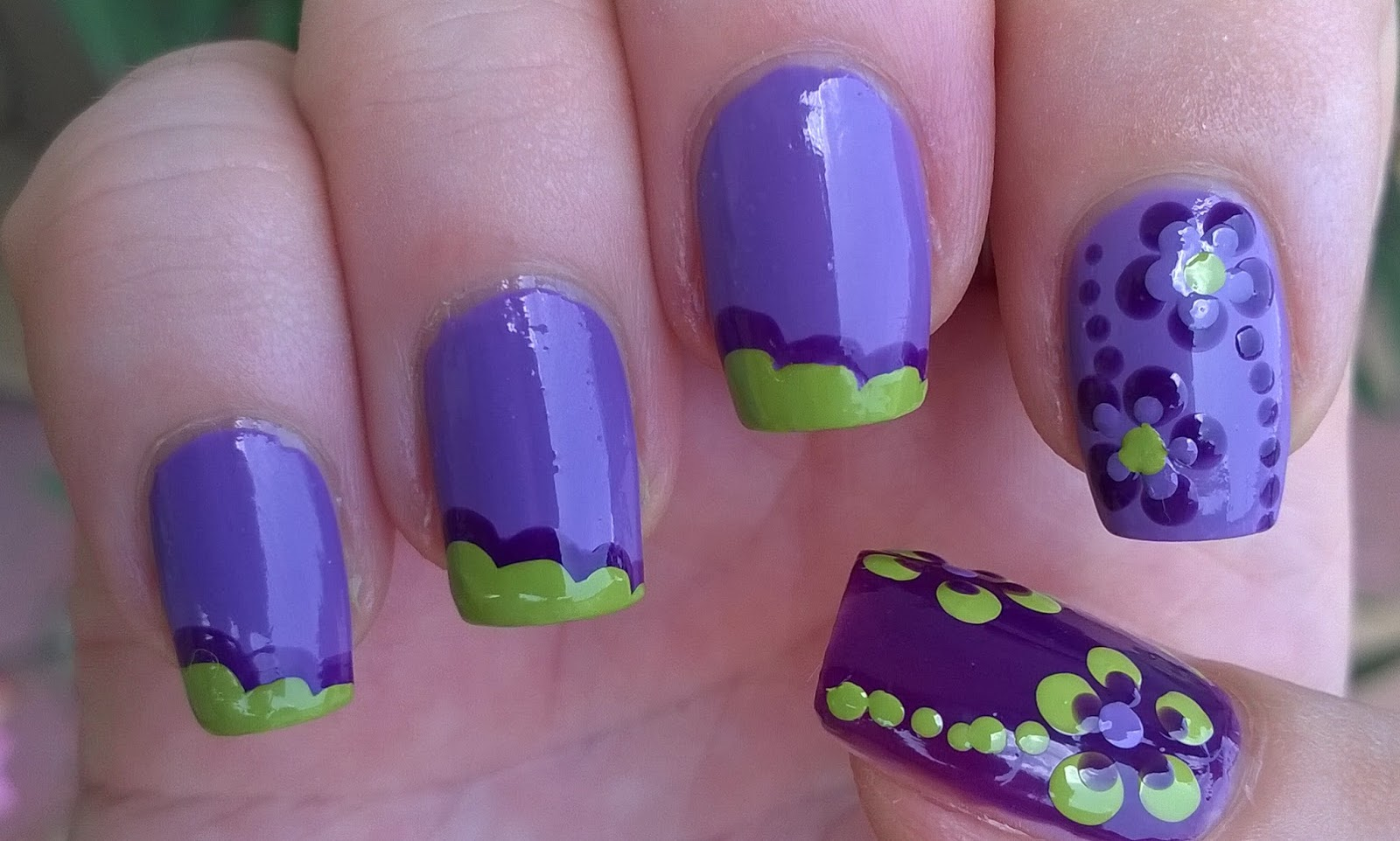 Life World Women Super Easy Purple Green Nails Dotting Tool