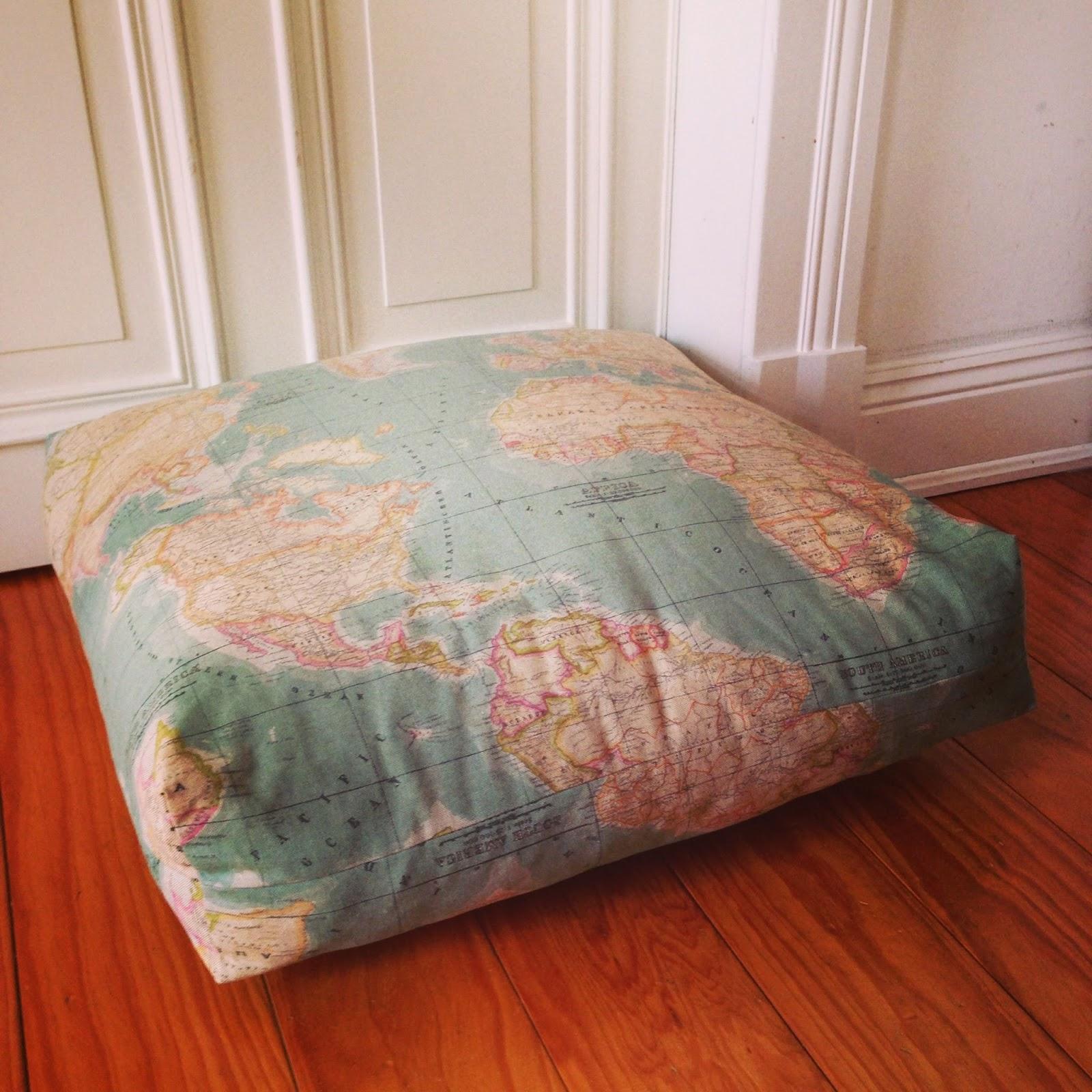 drau en nur k nnchen bodenkissen. Black Bedroom Furniture Sets. Home Design Ideas