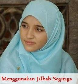Menggunakan Jilbab Segitiga