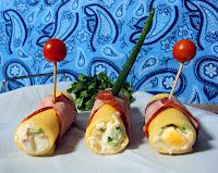 Roladki jajeczne z sera żółtego i kiełbasy