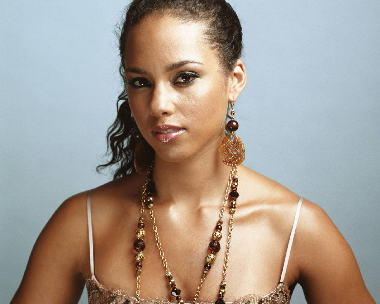 http://4.bp.blogspot.com/-ML0OuZjyjm4/TzRQhTIvVBI/AAAAAAAAAzc/jfFHIK38fF8/s1600/Alicia+Keys+hot+looks+%281%29.jpg