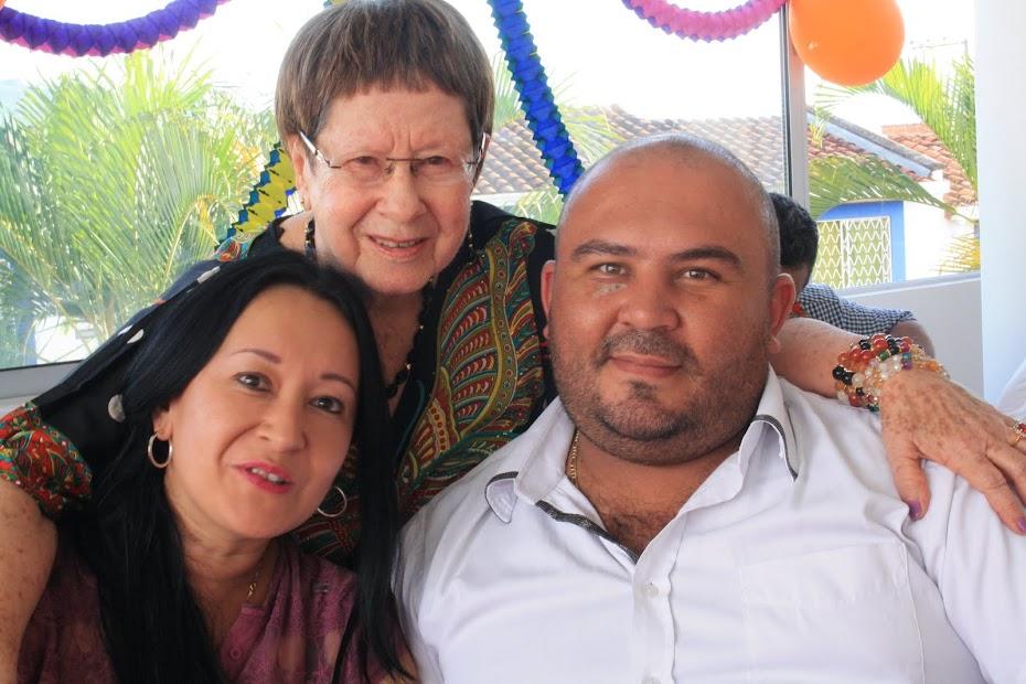 Mi nieta Alejandra y Gustavo