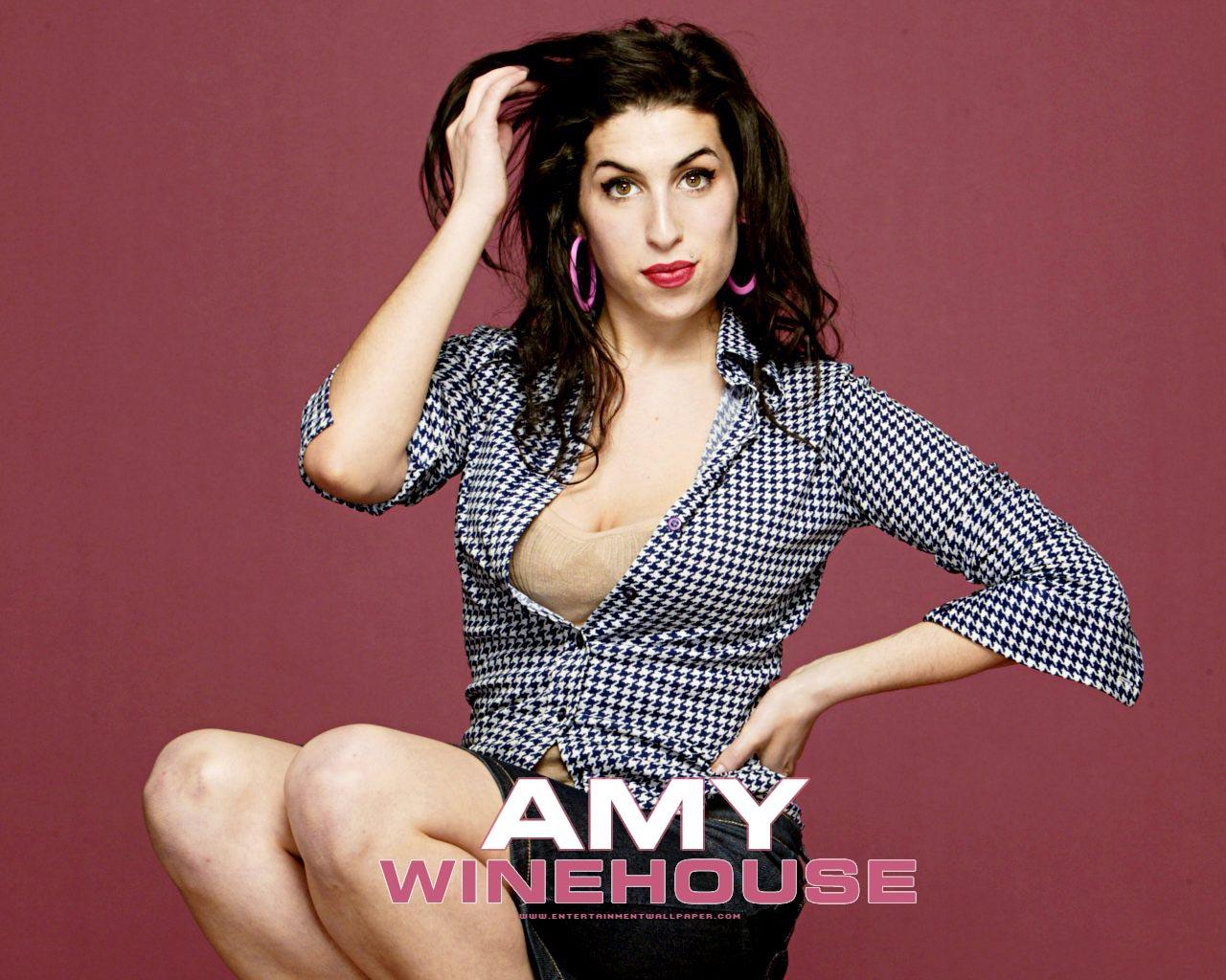 http://4.bp.blogspot.com/-MLP1MEdYAKs/TizZQLsc1II/AAAAAAAADSk/s3OaqU7pxcM/s1600/Amy+Winehouse.jpg