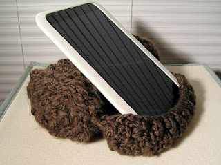 knitted scroll prop for ereader