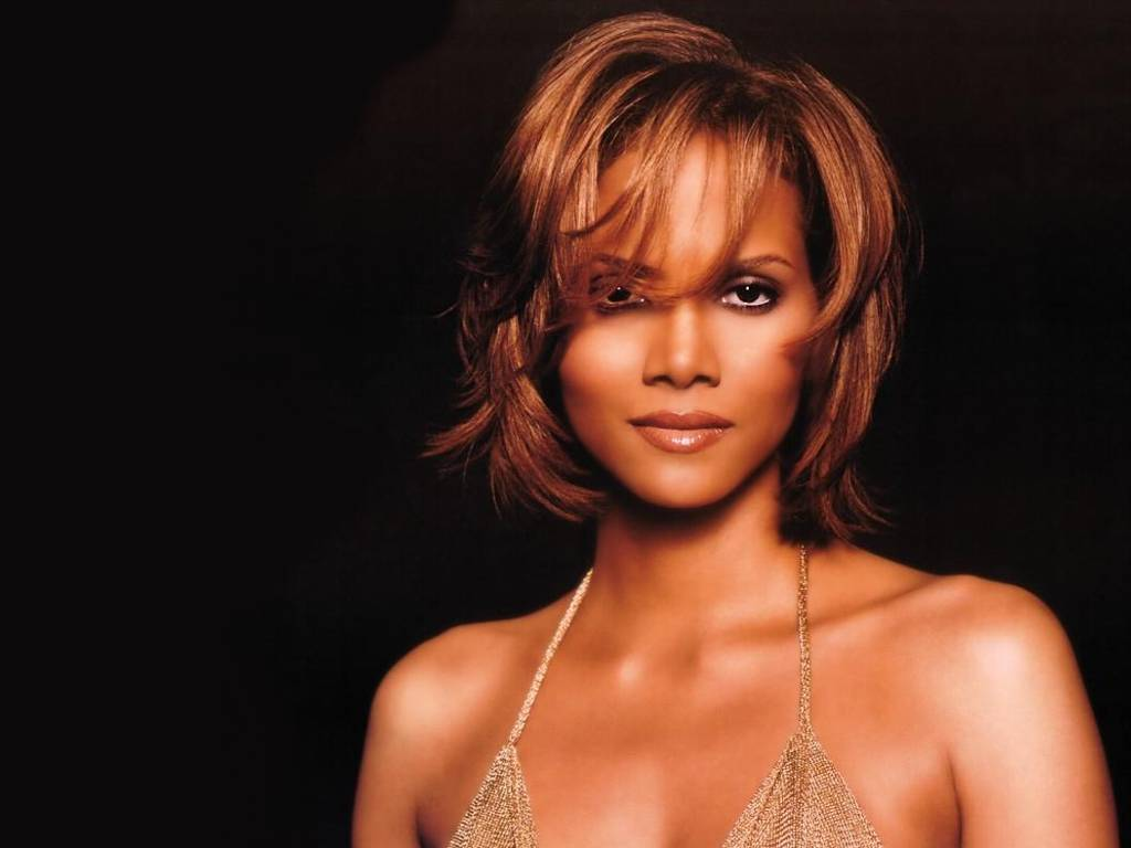 Halle Berry Hot Pictures, Photo Gallery & Wallpapers Halle Berry