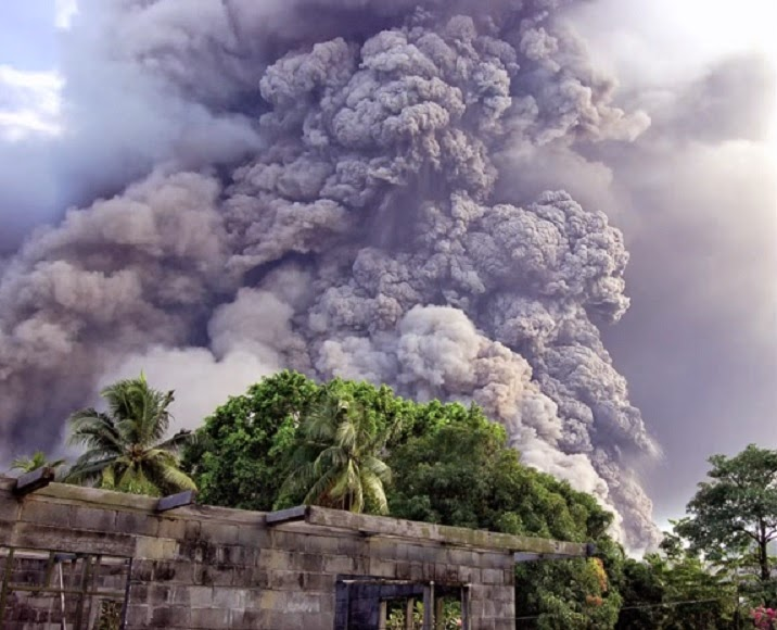 Papua New Guinea's Tavurvur Volcano eruption