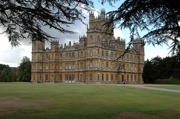 Slowly surely downton abbey love - Downton abbey chateau ...