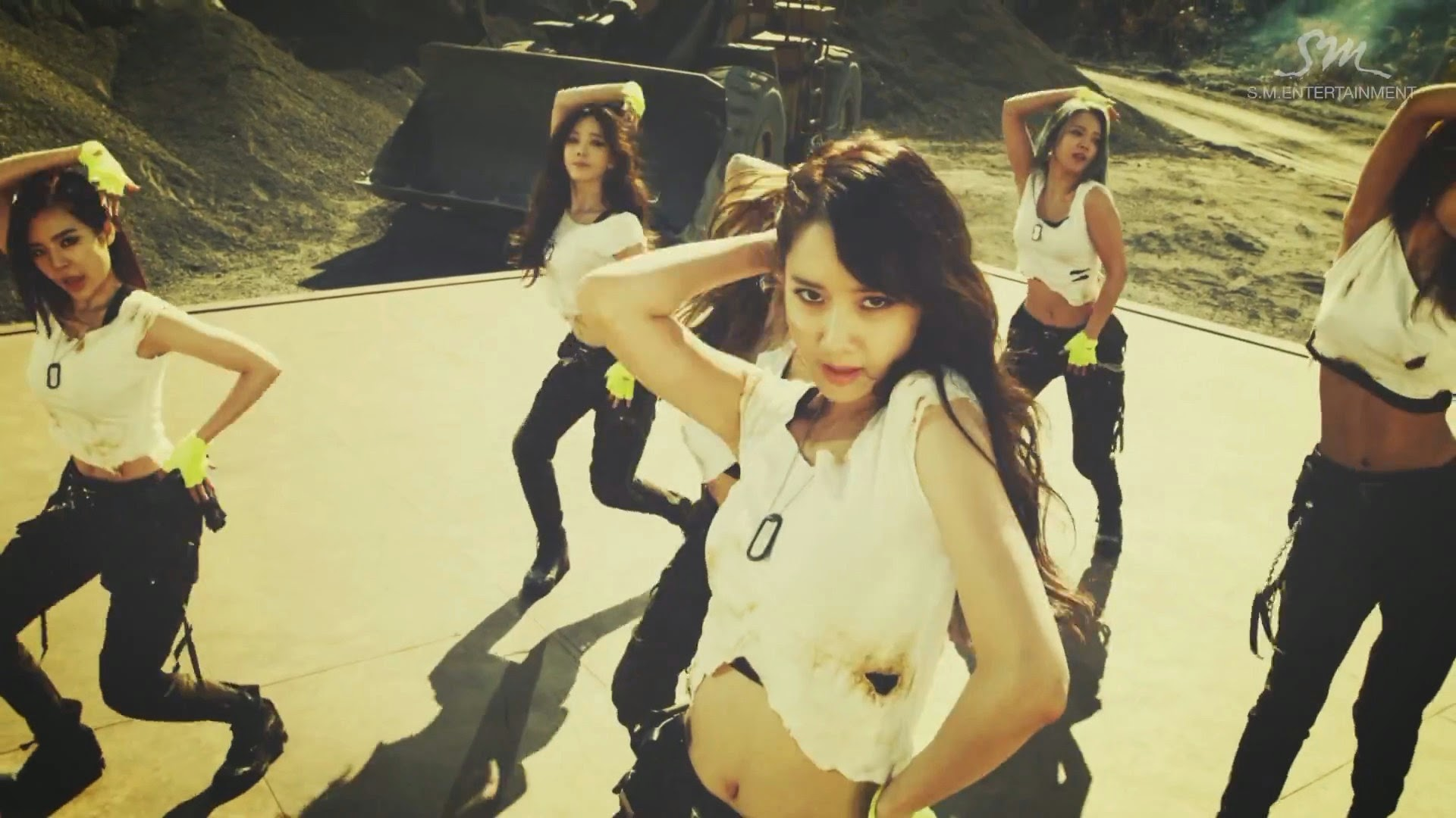 Girls' Generations' Yoona in Catch Me If You Can MV