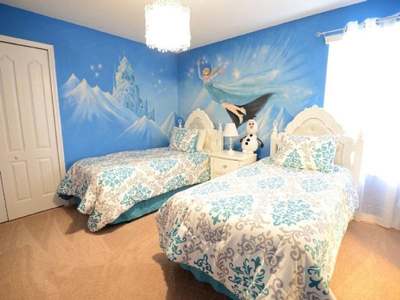 contoh gambar wallpaper dinding kamar tidur anak frozen