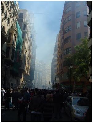 El fum de la 'mascletà' del dia de Sant Josep (Francesc Arnau i Chinchilla)