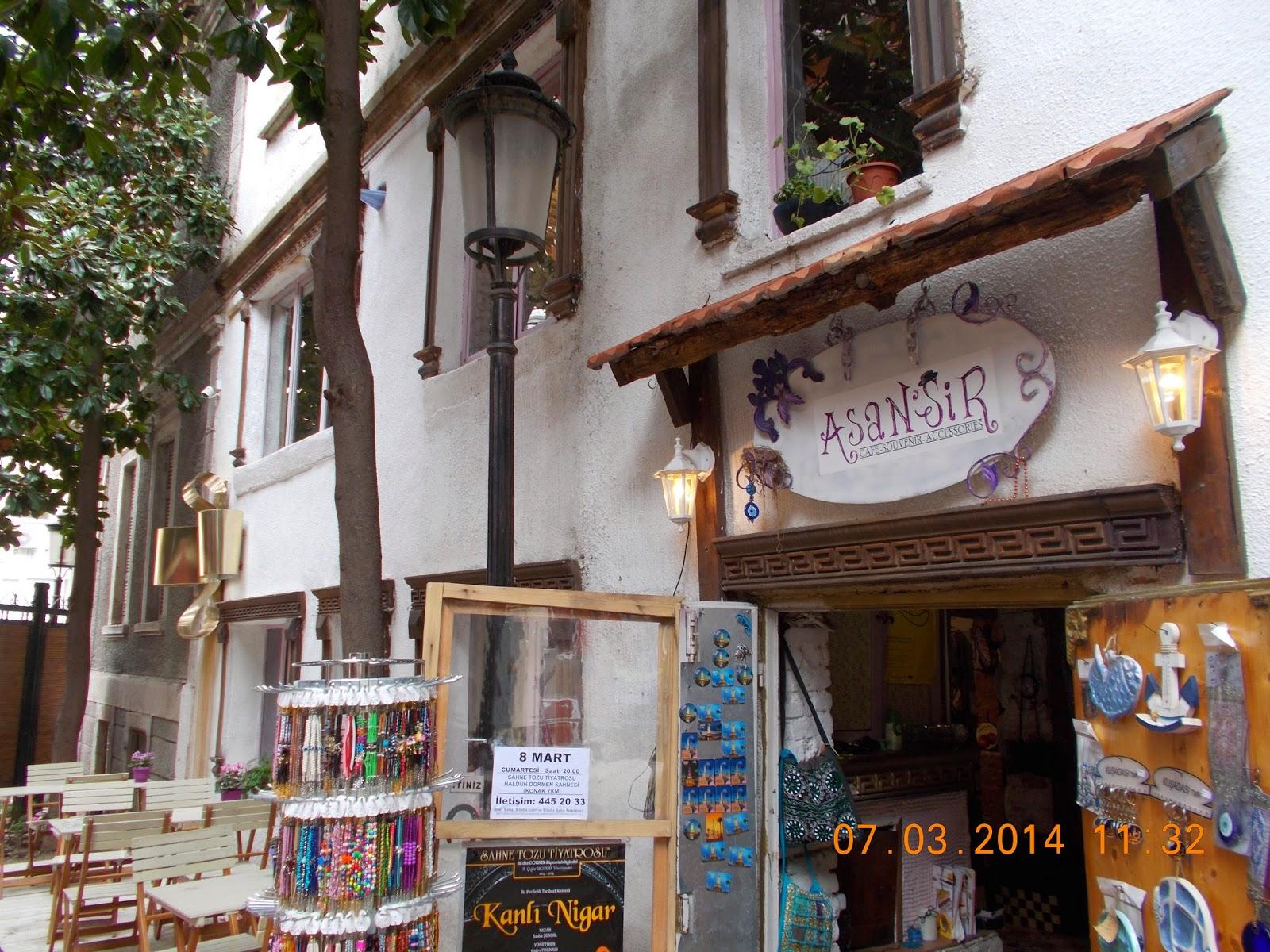 Çatı katındaki kafe: tarih, stil yaratma