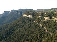 Vistes del Grau de Can Tres Quarts i al fons els Castellets i el Puig Fred