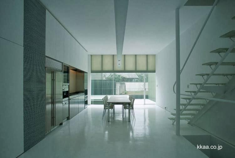 Ambiente de cocina comedor minimalista