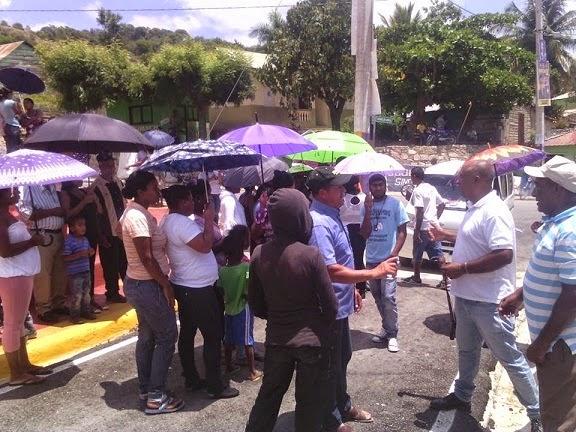 Protestan almuerzo llega con gusanos escuela Arroyo Cano y ¡Autoridades nada Dicen!.