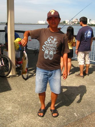 Mullet or Chow Orh [ 草乌 ] or Belanak Caught by Ah Huat weighing 700gm plus at Woodland Jetty on 06th Jan 2013