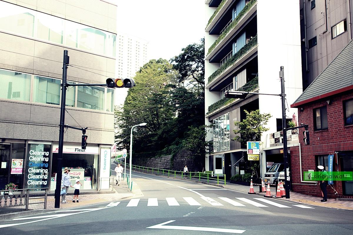 บรรยากาศริมถนน Akasaka ยามเช้าตรู่ในกรุงโตเกียว
