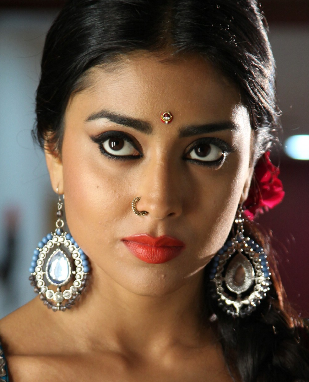 Shriya Saran Nose Ring Pics - HD | Cine Actress