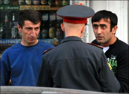 Полицейский и нелегальные мигранты