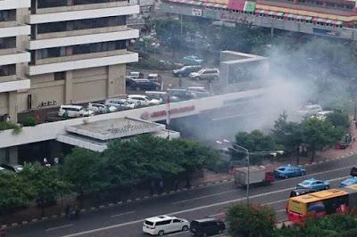 Video Amatir Detik Detik Terjadinya Teror Bom di Sarinah Jakarta