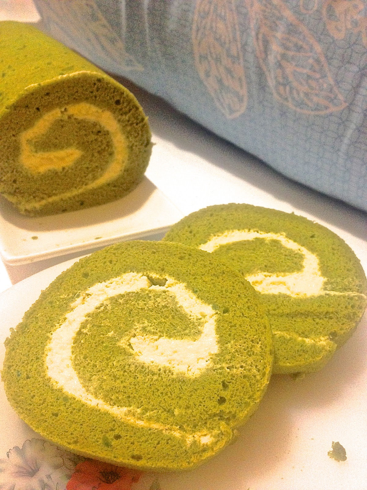 Wendy'S Small Small World: Green Tea (Matcha) Swiss Roll with White ...