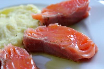 Gebeizter Lachs mit Kartoffel-Olivenöl-Püree | Arthurs Tochter Kocht by Astrid Paul