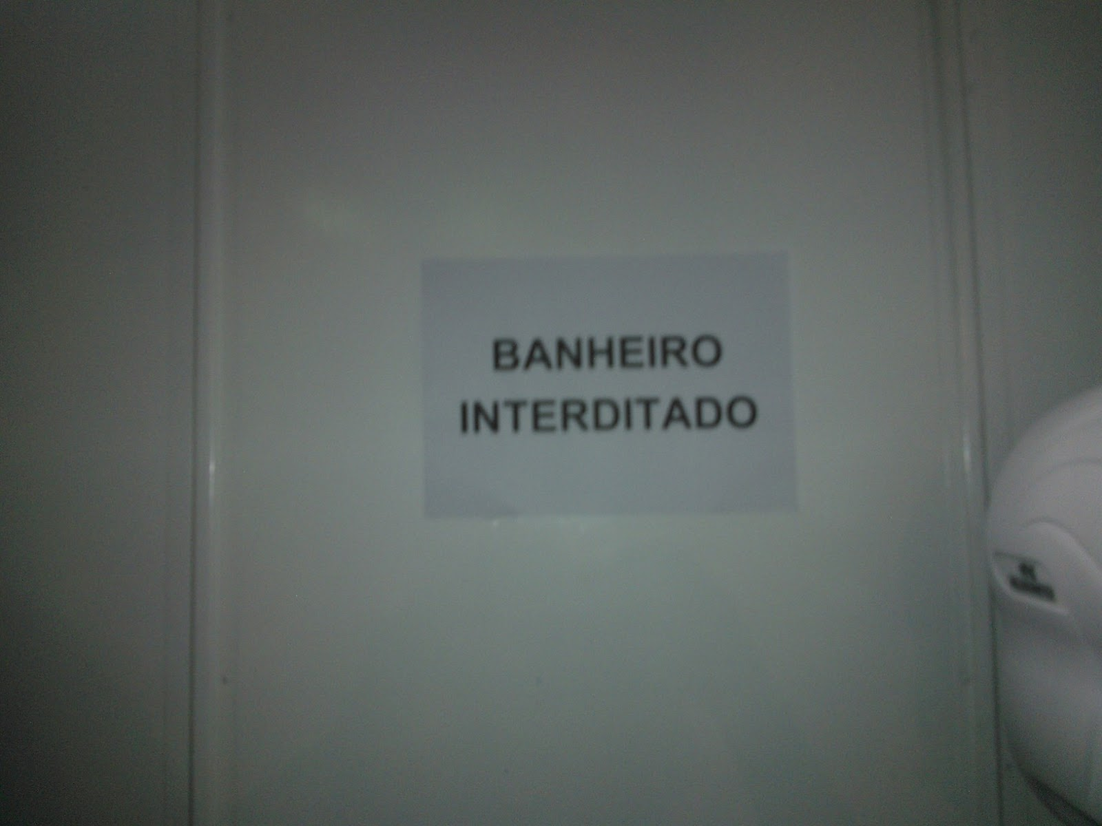 Mostra dos banheirosinterditados. A cada 15 5 estavam interditados  #525B58 1600 1200