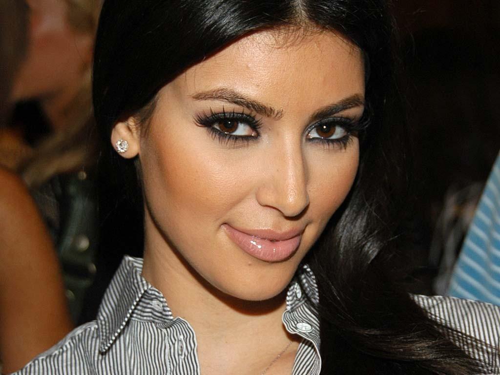 http://4.bp.blogspot.com/-MOd5x6MlG-A/TyvbnZkthmI/AAAAAAAADAM/Nf8a5gANTxI/s1600/Kim-Kardashian-Hot-Wallpapers-1.jpg