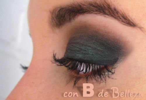 Look con sombras de Too faced