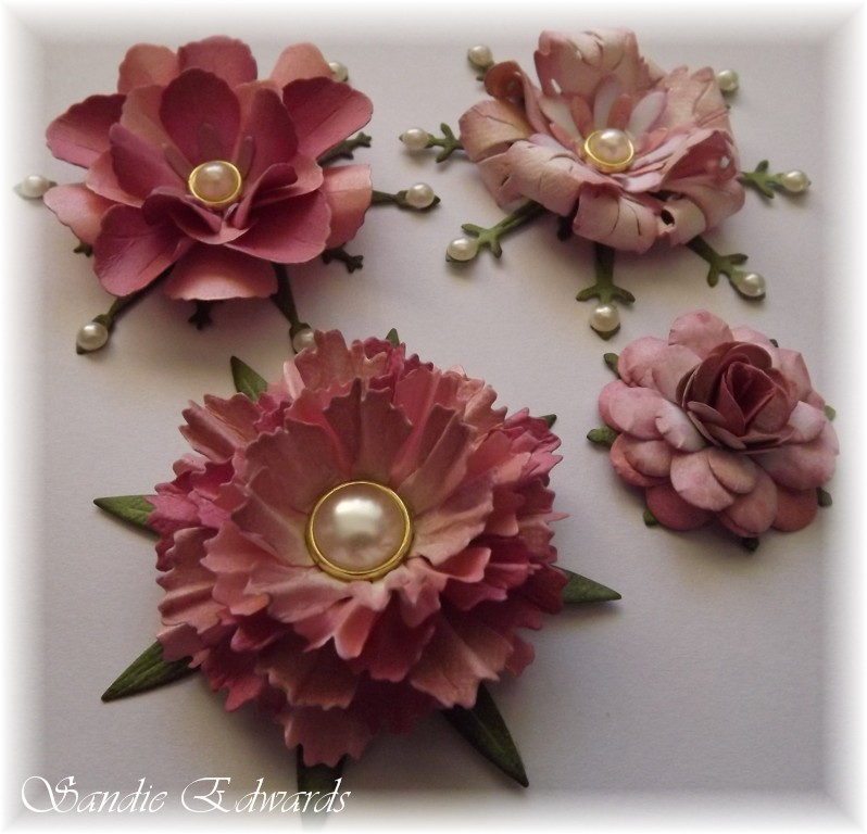 delightfully crazy four different flowers tutorial