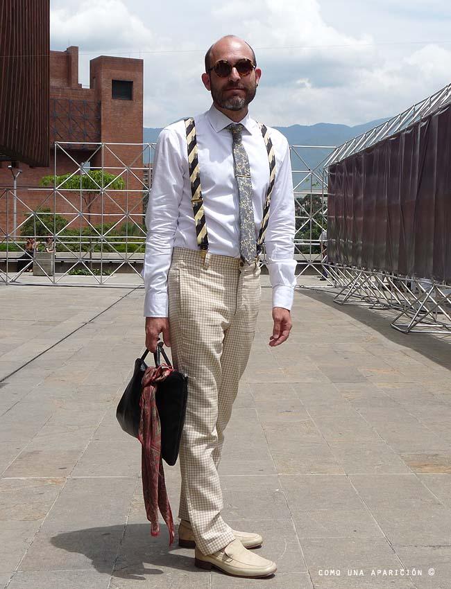 street-style-como-una-parición-camilo-monsalvo-sunglasses-white-shirt-Paisley-Ties-black-bag-moda-masculina-colombia