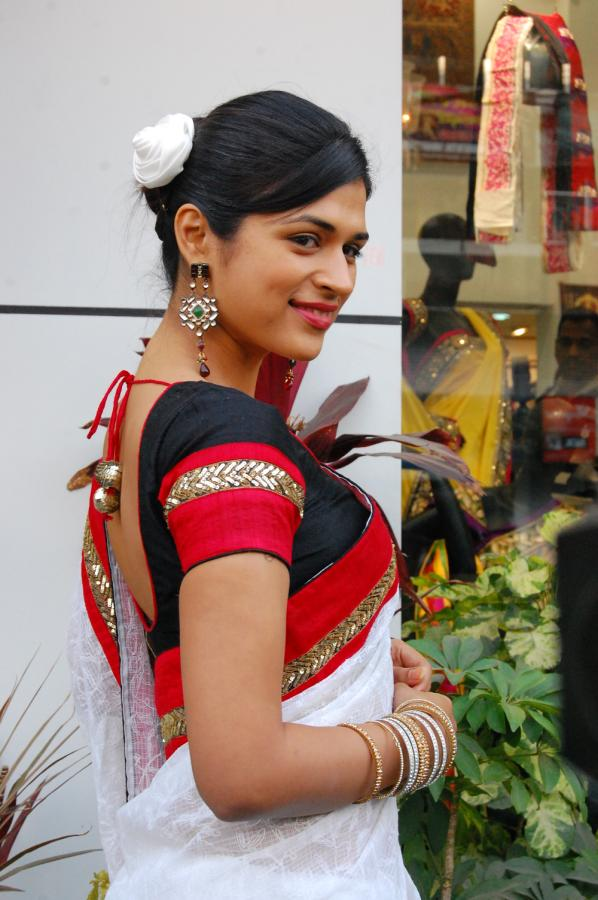 shraddha das new saree