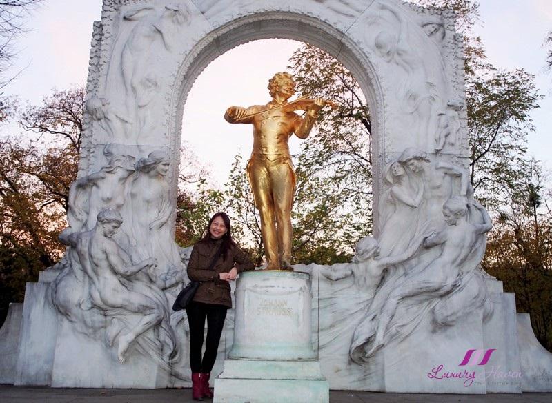 vienna stadtpark city park johann strauss monument