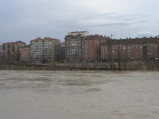 Rampa hierro corten margen dereca Crecida del río Ebro 22/01/2013 Zaragoza