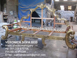 Supplier mebel klasik sofa ukir mewah klasik sofa mahoni finishing emas