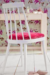 http://www.guiademanualidades.com/como-tener-tu-propia-silla-de-estilo-romantico-32278.htm#more-32278