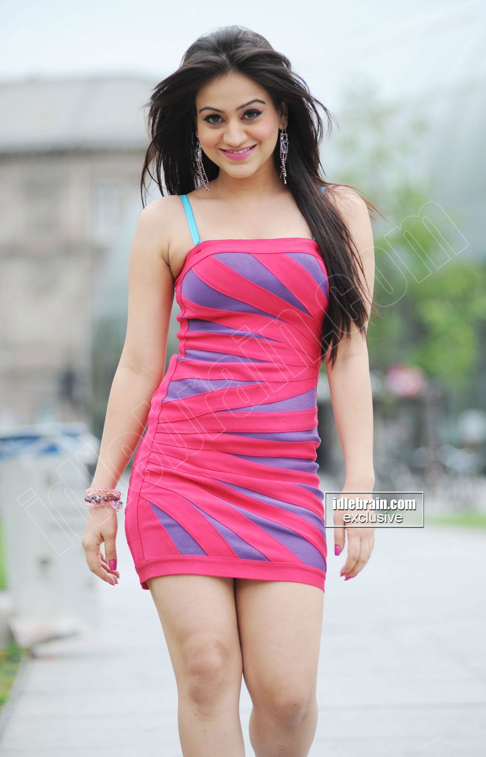 filmstar4u actress aksha in short dress