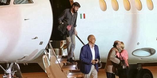 Ρiccinin και Quirico μετά την απελευθέρωσή τους προσγειώνονται στη Ρώμη