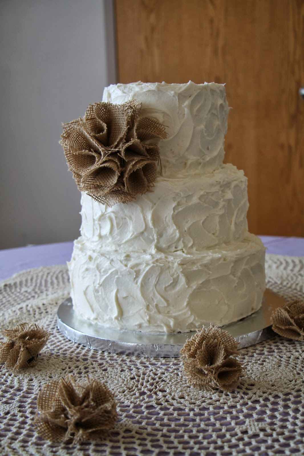 Rustic Wedding Cake With Burlap