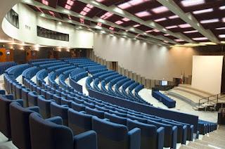 Ateneo è un accademia dove si insegna un istruzione superiore con indirizzo artistico, scientifico o letterario
