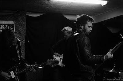 in i dimman, grupp, rockband, band, musik, göteborg, rockfoto, svartvitt, rockfotograf, musikfoto, musikfotograf, foto anders n