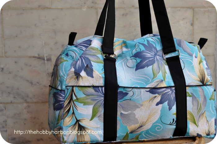 carry all Bag sewig pdf pattern . With slip pockets and zipper pockets. handmade bag with floral cotton.