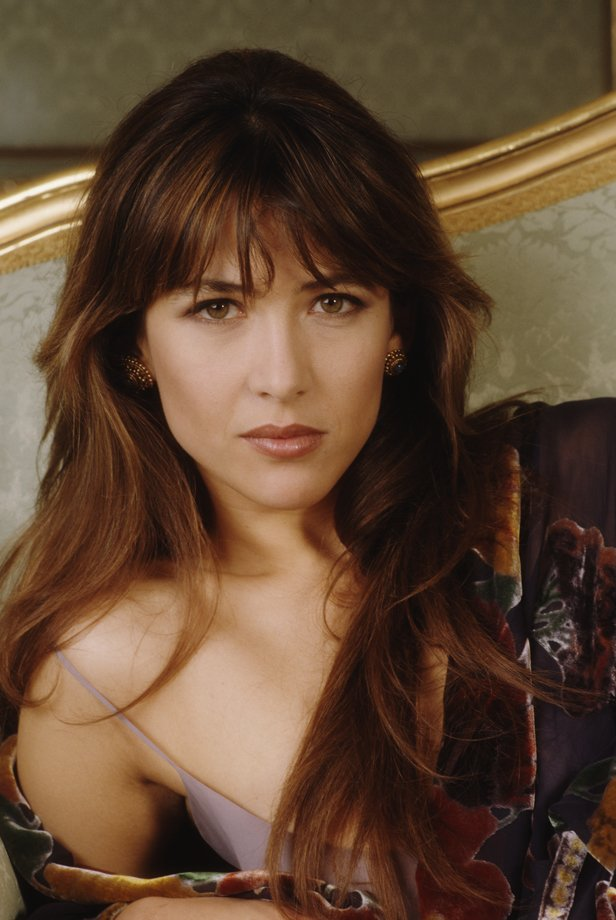 bond james bond sophie marceau la perle rare du monde ne suffit pas. Black Bedroom Furniture Sets. Home Design Ideas