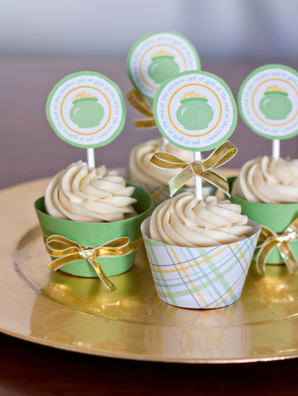 Irish Cream Cupcakes W/ Bailey's Buttercream Frosting Recipes ...